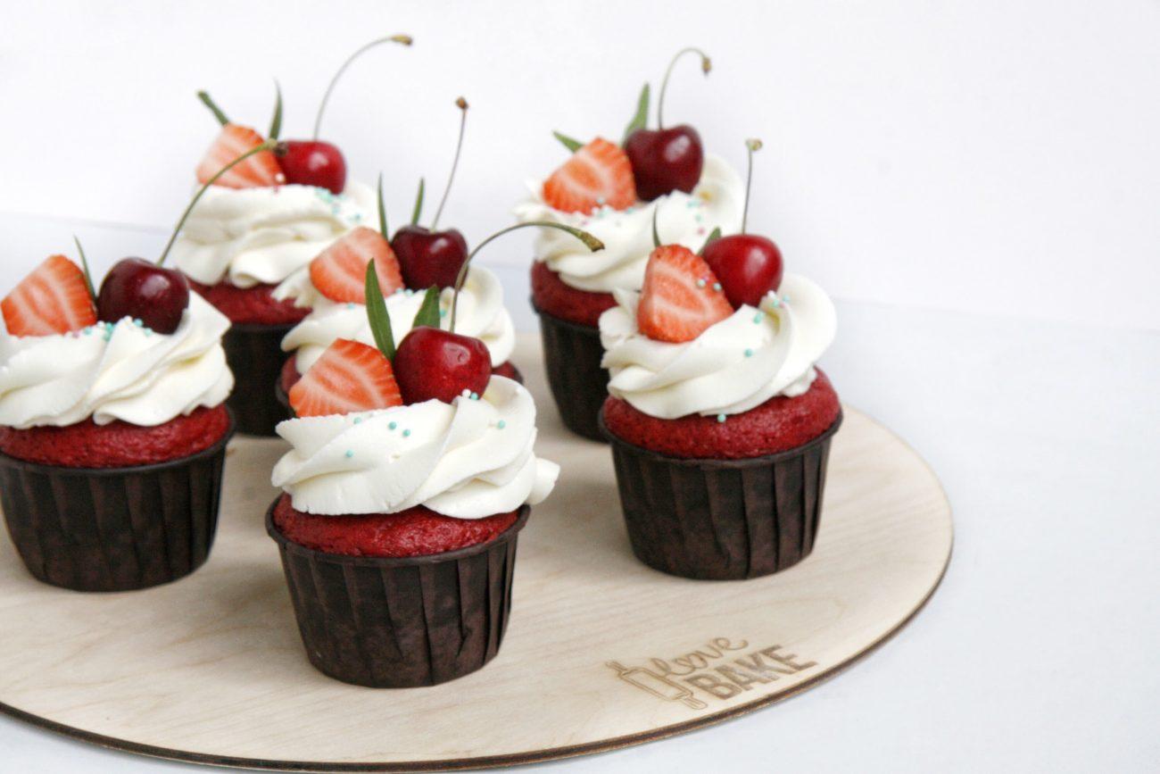 Капкейки красный бархат с малиновым конфитюром